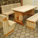 Как сделать мебель для деревянной беседки?